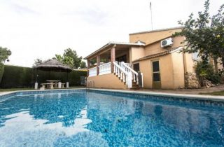 Recommended by Blue Key – villa with pool in La Eliana